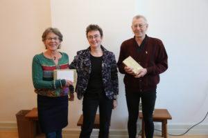 Eerste exemplaren voor Bettie Miltenburg en Gosse Taekema.